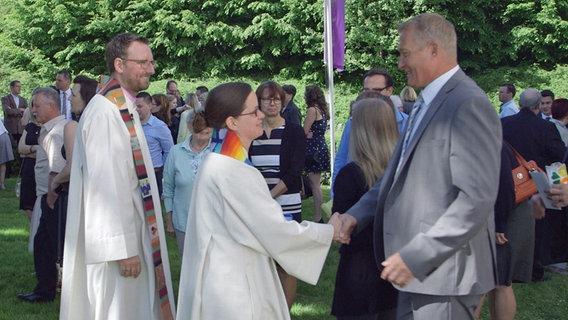 Unterschied Pfarrer Und Pastor