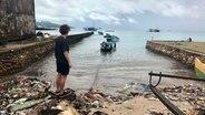 Mario Rodwald auf der indonesischen Insel Ambon. © NDR/Sebastian Bellwinkel