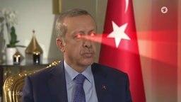 Recep Tayyip Erdogan mit dem Röntgenblick für Journalisten