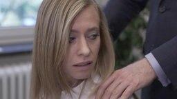 Kirstin Hansen wird am Arbeitsplatz belästigt.