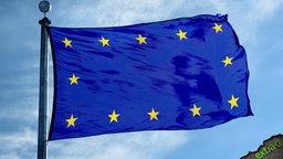 Die EU-Flagge mit den Sternen am Rand