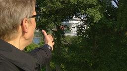 Tim Holborn, Pressesprecher der Stadt Kiel auf der Aussichtsplattform am Nord-Ostsee-Kanal. © NDR