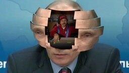 Johannes Schlüter schaut als Putin-Pilot in der Montage aus dem Kopf von Wladimir Putin heraus. © NDR Foto: Screenshot