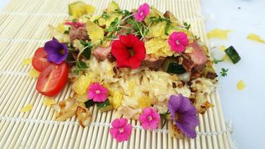 Reis-Nudeln mit Steak und Blumenkohl