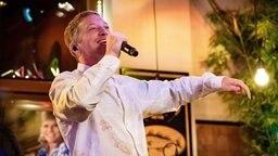 Maeckes bei seinem Auftritt bei Inas Nacht. © NDR/ Morris Mac Matzen Foto: Morris Mac Matzen