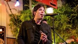 Charles Pasi singt bei Inas Nacht. © NDR/ Morris Mac Matzen Foto: Morris Mac Matzen
