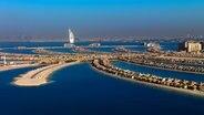 """Künstliche Inselwelten: Das Prestigeprojekt """"The Palm"""" vor Dubai. © NDR/Dubai Department of Tourism and Commerce Marketing , honorarfrei"""