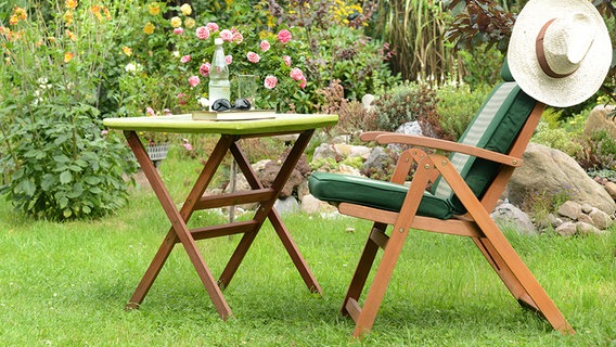 Gartenmobel Aus Holz Qualitat Und Nachhaltigkeit Erkennen Ndr De Ratgeber Verbraucher