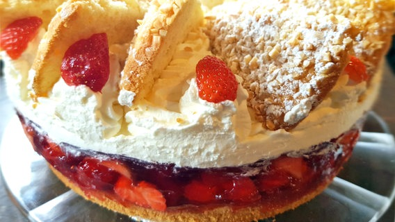 "Rezept ""Erdbeer-Mandel-Torte"" | NDR.de - Ratgeber - Kochen"