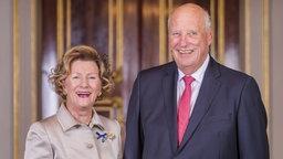 König Harald und Königin Sonja von Norwegen am Tag ihrer goldenen Hochzeit. © picture alliance Fotograf: Heiko Junge
