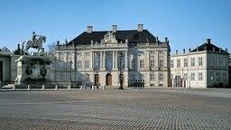 Schloss Amalienborg mit königlicher Garde © Slots- og Ejendomsstyrelsen Foto: Roberto Fortuna