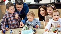 Die Zwillinge Prinz Vincent und Prinzessin Josephine feiern am 8. Januar 2011 ihren ersten Geburtstag im Kreise der Familie. © dpa