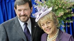 Der Vater von Prinzessin Mary, John Donaldson und seine Frau Susan Moody am 12.5.2004. © Olesen/dpa Fotograf: Polfoto Olesen