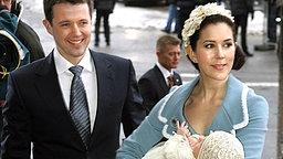 21. Januar 2006: Kronprinz Frederik und Prinzessin Mary mit Täufling Prinz Christian © Picture-Alliance / dpa / Scanpix