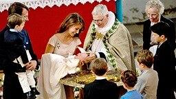Prinzessin Marie und Prinz Joachim von Dänemark mit dem Taufkind Athena. © dpa / picture alliance Fotograf: Frandsen Finn