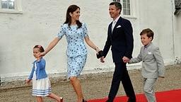 Prinzessin Mary und Prinz Frederik mit ihren Kindern Prinz Christian und Prinzessin Isabella © dpa Bildfunk Fotograf: Christian Charisius