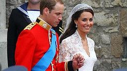 Prinz William und Kate am 29. April 2011 beim Verlassen von Westminster Abbey. © picture alliance / empics