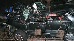 Das Auto, mit dem Diana und Dodi al Fayed 1997 tödlich verunglückt sind © picture alliance/ dpa