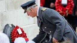 Anlässlich des Remembrance Sunday legt Prinz Charles einen Kranz am Cenotaph-Kriegsdenkmal nieder. © Picture-Alliance / Photoshot