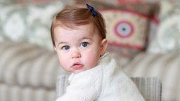 Prinzessin Charlotte blickt in die Kamera. © dpa-Bildfunk Fotograf: Hrh The Duchess Of Cambridge