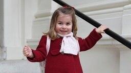 Die britische Prinzessin Charlotte am 08.01.2018 auf dem Weg zu ihrem ersten Tag im Willcocks Nursery School Kindergarten in London. © dpa - Bildfunk Fotograf: The Duchess Of Cambridge/Duke and Duchess of Cambridge/AP/dpa