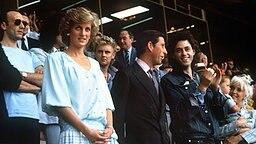 Prinzessin Diana, Prinz Charles, Sänger Bob Geldorf und dessen Frau Paula Yates mit Tochter Pixie beim Live Aid-Konzert im Londoner Wembley-Stadion 1985 © Picture-Alliance / dpa / Press Association