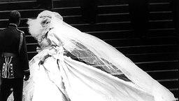 29. Juli 1981: Lady Diana in ihrem Hochzeitskleid © Picture-Alliance / Photoshot