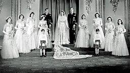 20. November 1947: Prinzessin Elizabeth mit ihrem Bräutigam Philip Mountbatten und ihren Brautjungfern © Picture-Alliance / dpa / Empics