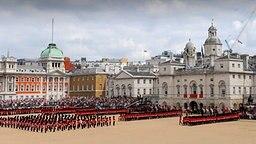 Trooping the Colour-Parade zum Geburtstag der Queen 2010. © dpa Bildfunk
