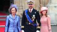 Königin Sofia (links), Prinz Felipe und Prinzessin Letizia am 29. April 2011. © picture alliance / dpa