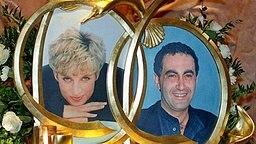 Trauer um die Verünglückten: Porträts von Prinzessin Diana und Dodi al Fayed im Schaufenster des Londoner Kaufhauses Harrods, Foto: dpa Bildfunk © dpa Bildfunk