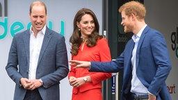 """Prinz William, Herzogin Catherine und Prinz Harry bei einem Auftritt für die Stiftung """"Heads Together"""" © Picture-Alliance / Empics"""