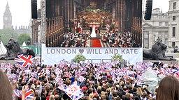 Public Viewing am 29. April 2011 in London. © picture alliance / dpa