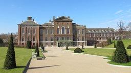 Der Haupteingang zum neu gestalteten Besucherzentrum des Kensington Palace in London. © dpa Bildfunk Fotograf: Britta Gürke