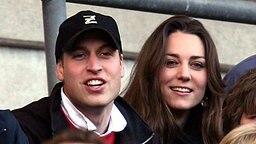 Kate Middleton und  Prinz William 2007 bei einem Rugbymatch in Twickenham. © dpa - Report