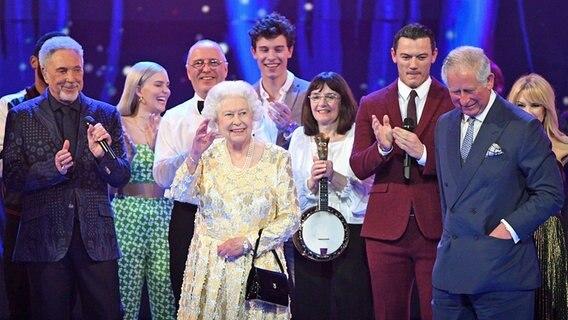 Queen Begeht 92 Geburtstag Mit Party Ndr De Fernsehen