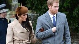 Meghan Markle und Prinz Harry auf dem Weg zum Weihnachtsgottesdienst in Sandringham. © Picture-Alliance / Empics