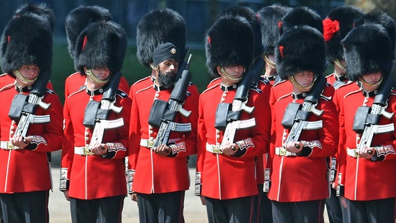 Trooping The Colour 2018 Parade Fur Die Queen Ndr De Fernsehen