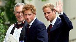 Prinz Harry und Prinz William auf dem Weg zum Gottesdienst in der Guards Chapel © Foto: dpa Bildfunk