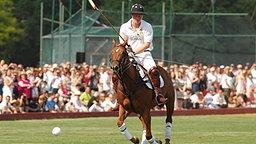 Prinz Harry beim Polospielen © picture alliance / abaca Fotograf: Gregorio Binuya