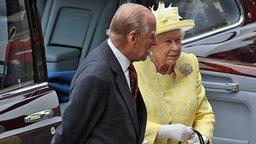 Queen Elizabeth II. und Prinz Philip kommen zum Dankgottesdienst in der St. Pauls Kathedrale. © picture-alliance / empics Fotograf: Alex Lentati/Evening Standard