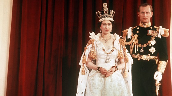 Queen Elizabeth Biografie Im Zeichen Der Disziplin Ndrde