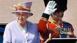 Trooping the Colour 2010: Königin Elitzabeth II. und Prinz Philip  © dpa Fotograf: Facundo Arrizabalaga