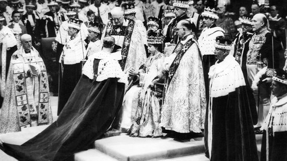 1953: Krönunszeremonie für Elizabeth II. © picture alliance / Everett Collection