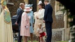 Die britische Königsfamilie vor der Kirche. © picture alliance Fotograf: Matt Dunham