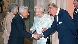 Prinz Philip und Queen Elizabeth begrüßen Japans Kaiser Akihito und seine Frau Michiko zum Jubiläums-Essen auf Schloss Windsor. © dpa Bildfunk Fotograf: Dominic Lipinski