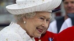 Queen Elizabeth bei der Ankunft in Chelsea Harbour vor Beginn der Schiffsparade auf der Themse. © Picture-Alliance / Photoshot