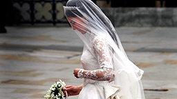 Kate Middleton vor der Westminster Abbey am 29. April 2011. © picture alliance / dpa