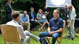 Prinz William im Interview mit CNN-Reporter Max Foster. © dpa Bildfunk Fotograf: Mike Lawn