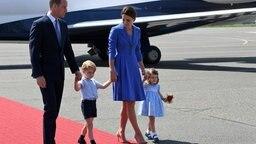 Der britische Prinz William, seine Frau Herzogin Kate und ihre beiden Kinder Prinz George und Prinzessin Charlotte kommen am 19.07.2017 inBerlin am Flughafen an. © dpa Bildfunk